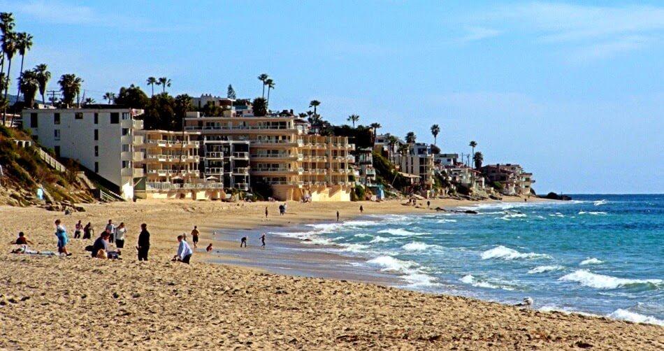 Praia Victoria Beach em Laguna Beach na Califórnia