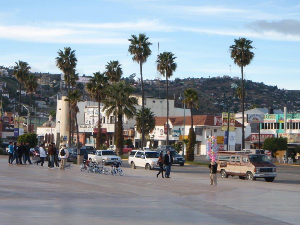 De carro para atravessar a fronteira dos EUA para Tijuana no México