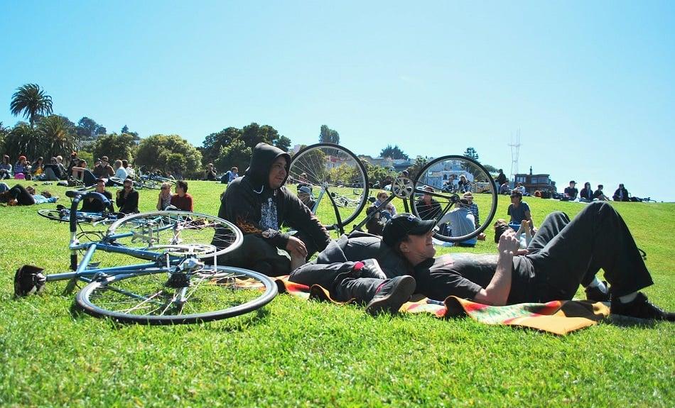 Descansar no Dolores Park em San Francisco