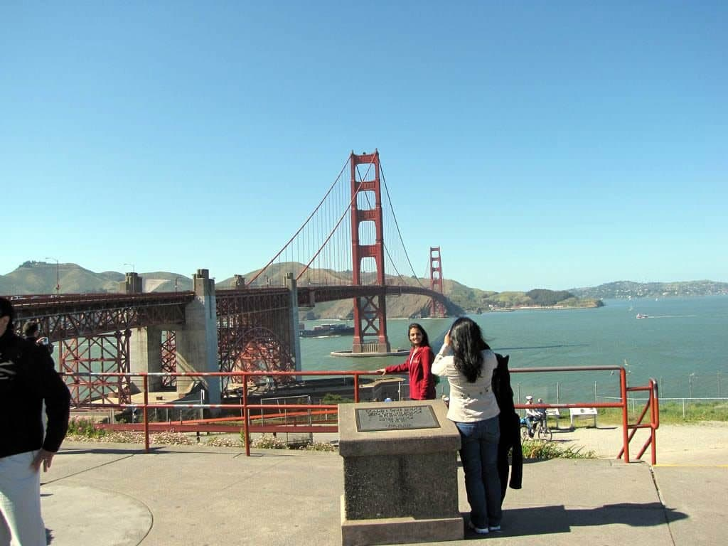 Carro na Ponte Golden Gate