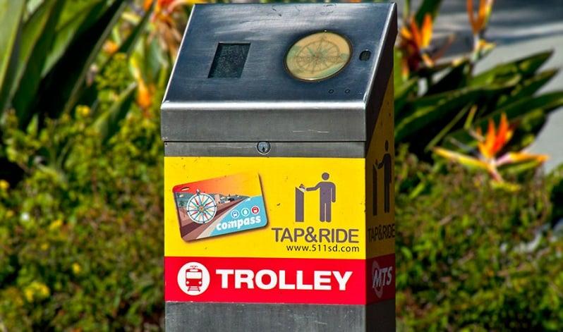 Trolley e linhas de ônibus em San Diego