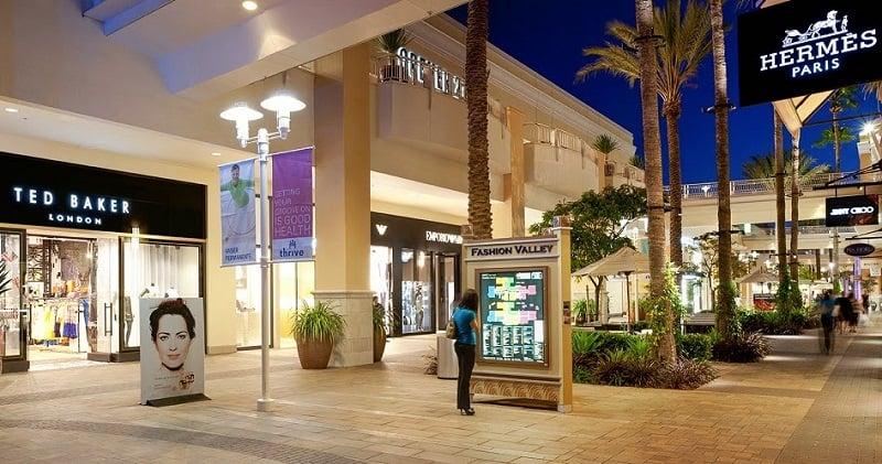 Lojas do Shopping Fashion Valley Mall em San Diego