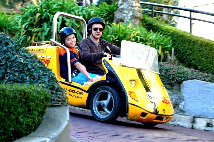 Go Car na rua Lombard Street em San Francisco