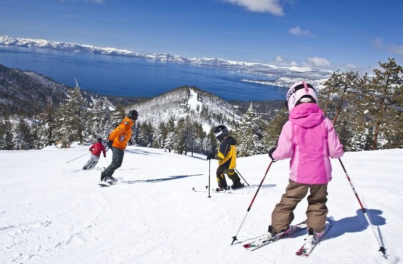 Esquiar em Lake Tahoe na Califórnia
