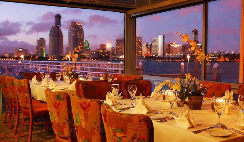 Peohe's Coronado Waterfront Restaurant com vista para a cidade em San Diego