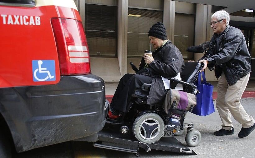 Deficientes físicos em transportes na Califórnia