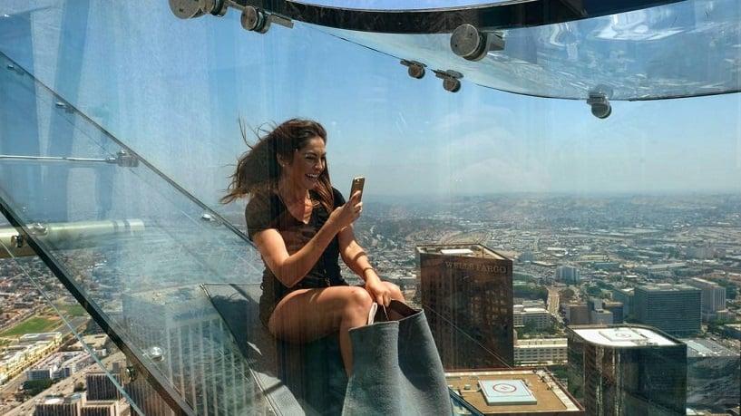 Prédio mais alto de Los Angeles e o novo tobogã de vidro