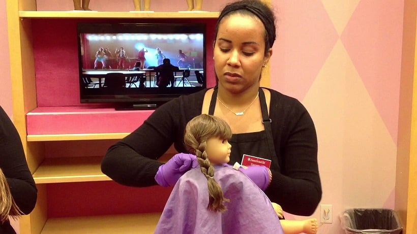 Hair Salon Doll na loja American Girl Place em Los Angeles