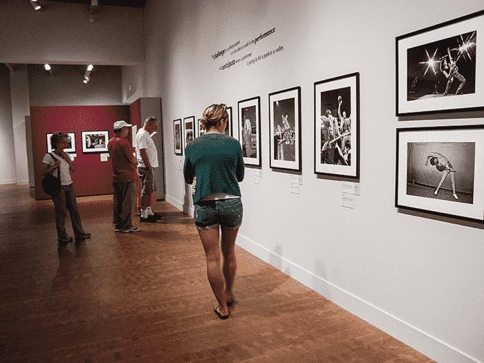 Exposições e coletâneas no Museu de Arte Fotográfica em San Diego