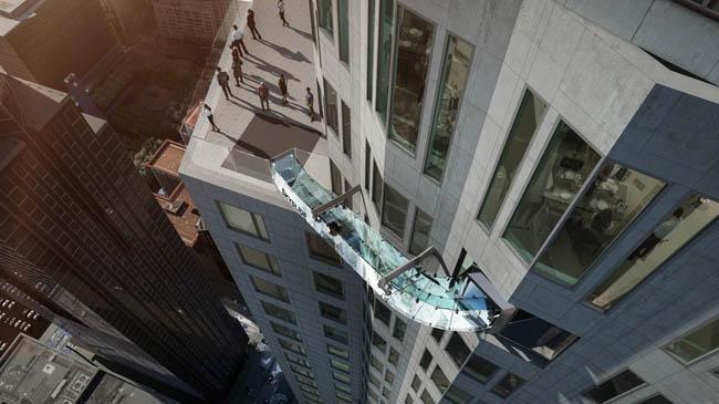 Tobogã de vidro no prédio mais alto de Los Angeles