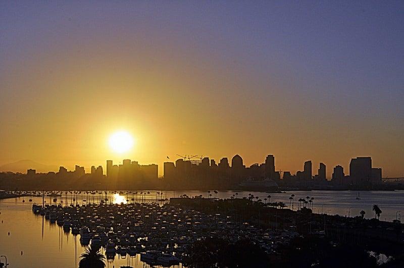 Condições climáticas no mês de abril em San Diego