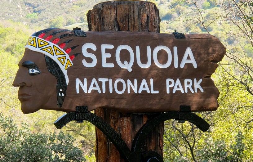 Entrada do Parque Nacional da Sequoia na Califórnia