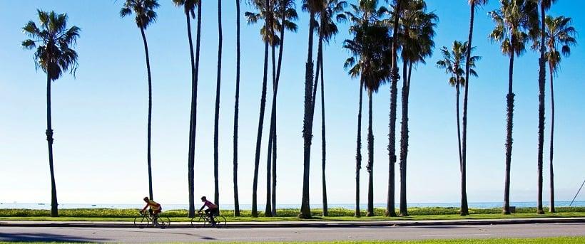 Andando de bike na Cabrillo Bike Path em Santa Bárbara