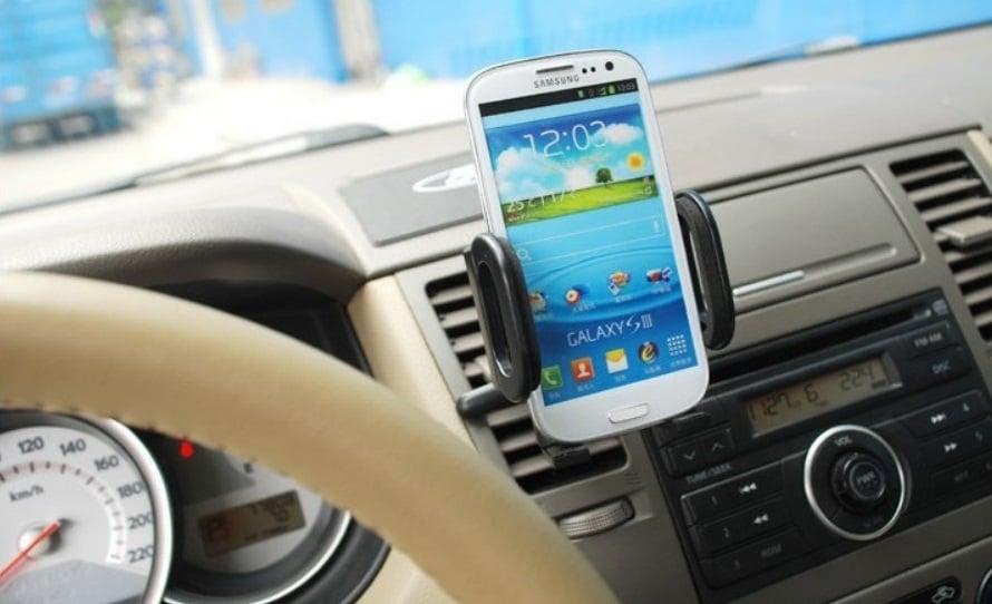 GPS no carro em uma viagem em Palm Springs