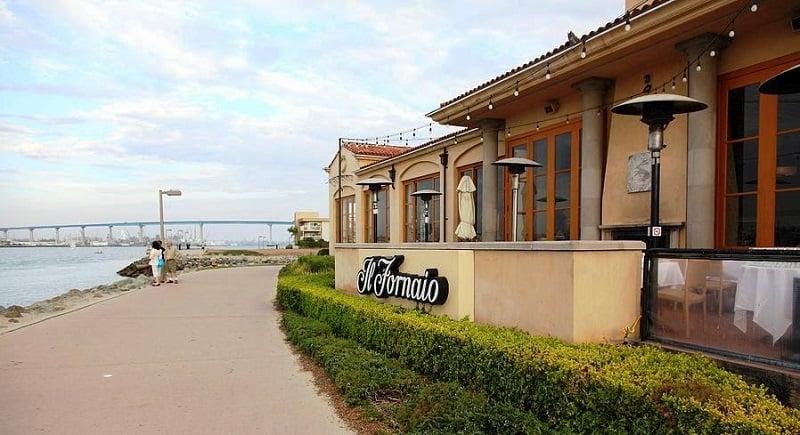 Espaço no Restaurante IL Fornaio Cucina Italiana na Ilha de Coronado