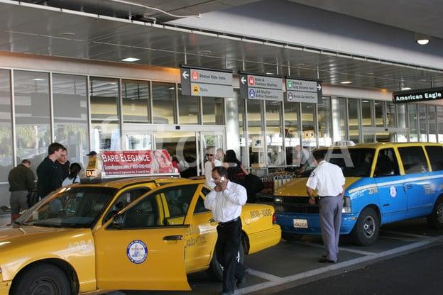 De táxi do aeroporto até o centro de Los Angeles