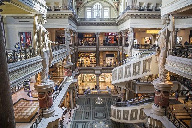 Caesars Palace para compras de luxo em Las Vegas