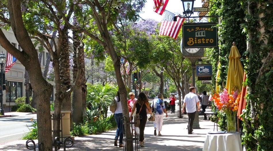 Compras na famosa State Street em Santa Bárbara