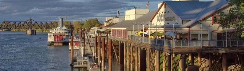 Passeio pela Waterfront Boardwalk em Sacramento
