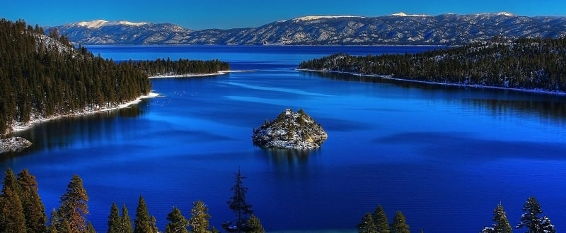 Contorno do lago e mirantes em South Lake Tahoe
