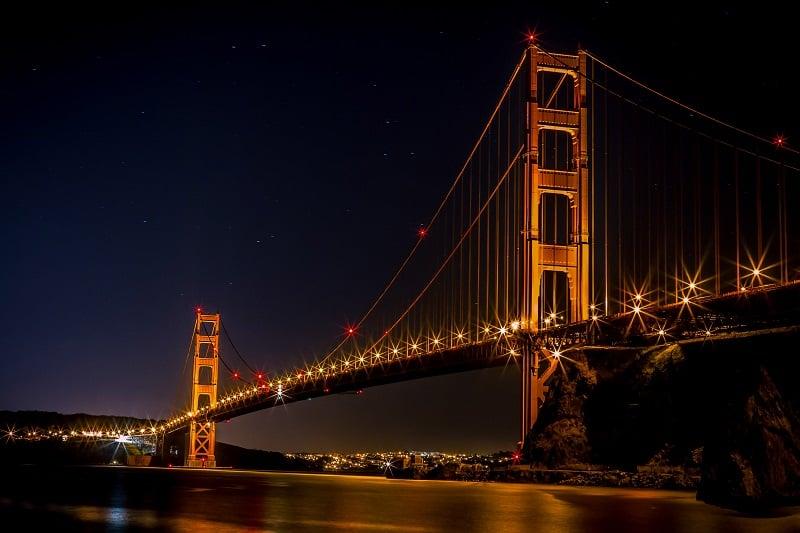 Noite na Golden Gate Bridge em Sausalito