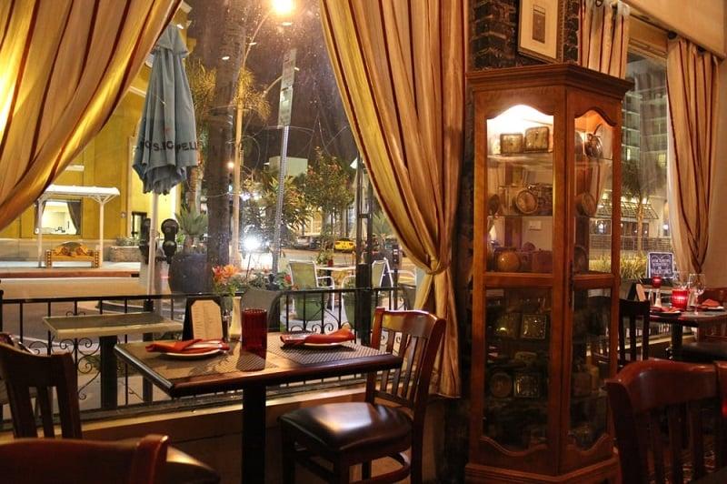 Noite nos restaurantes em Long Beach