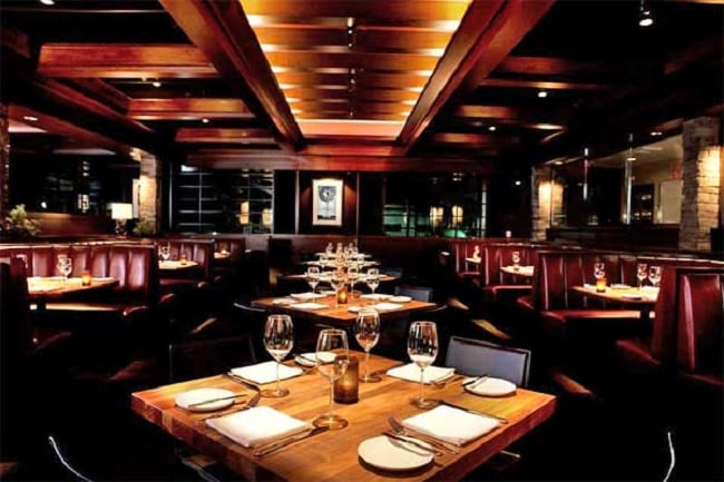 Noite nos restaurantes em Anaheim