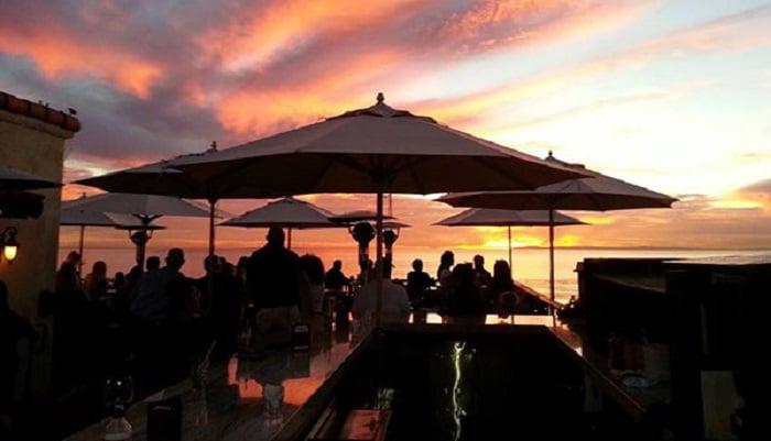 Noite nos restaurantes em Laguna Beach