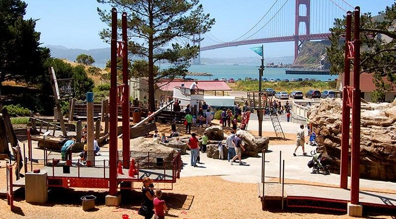 Bay Area Discovery Museum com crianças em Sausalito