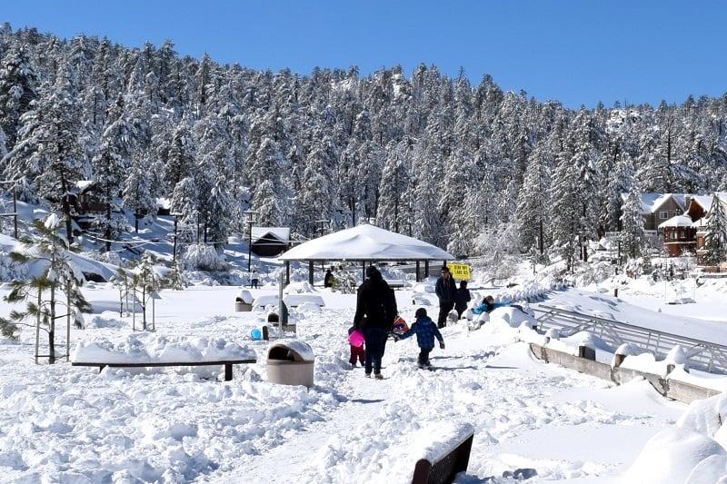 Atividades de inverno com criança em Big Bear Lake