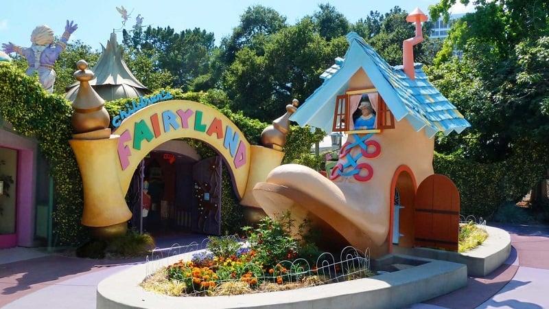Children's Fairyland com crianças em Oakland