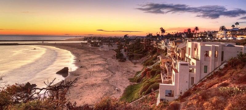 Corona del Mar com criança em Newport Beach