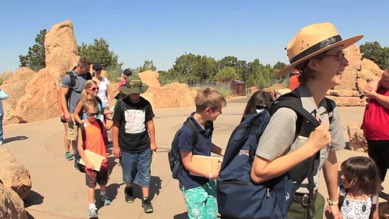 Junior Ranger Program com criança no Grand Canyon
