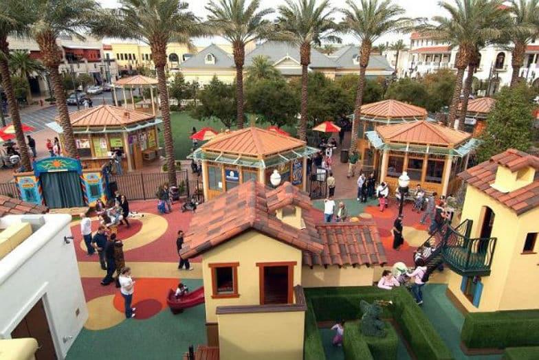 Ir com criança no Town Square Children's Park and Playground em Las Vegas