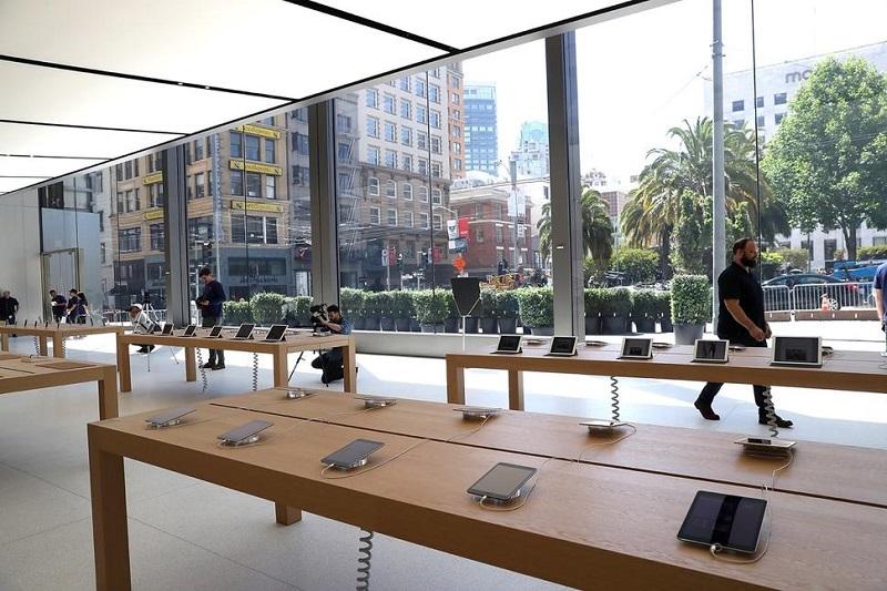 Interior da loja da Apple em San Francisco