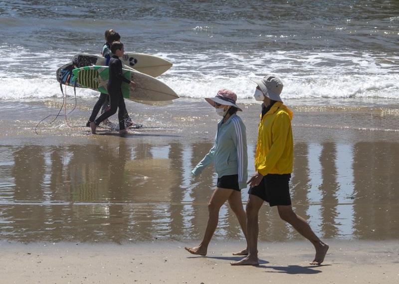 Praias durante pandemia na Califórnia